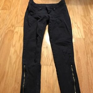 Denim - Black jeans with zippers at the end